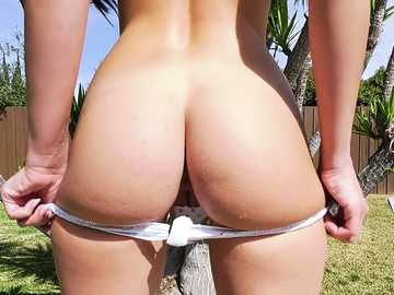 Olivia Lua meets Francesca Le for softcore outdoor porn with lesbian action