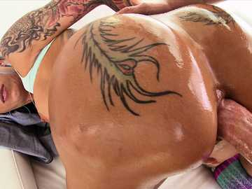 Bella Bellz has some really big ass for anal sex