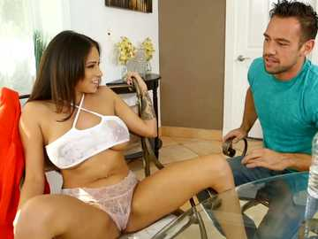 Latina Jamie Valentine prefers balls licking over cooking in the kitchen